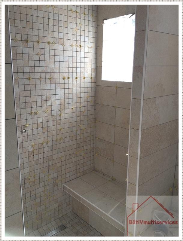 Douche avec banc